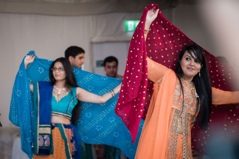 asian-dance-performance-in-wedding