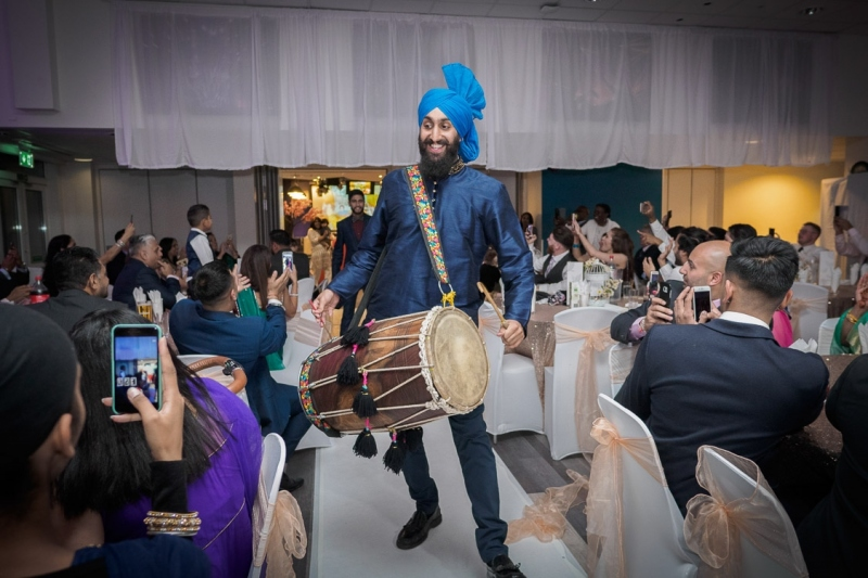 dhol-player-reading