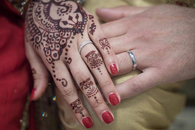 luton-bride-and-groom-wedding-rings
