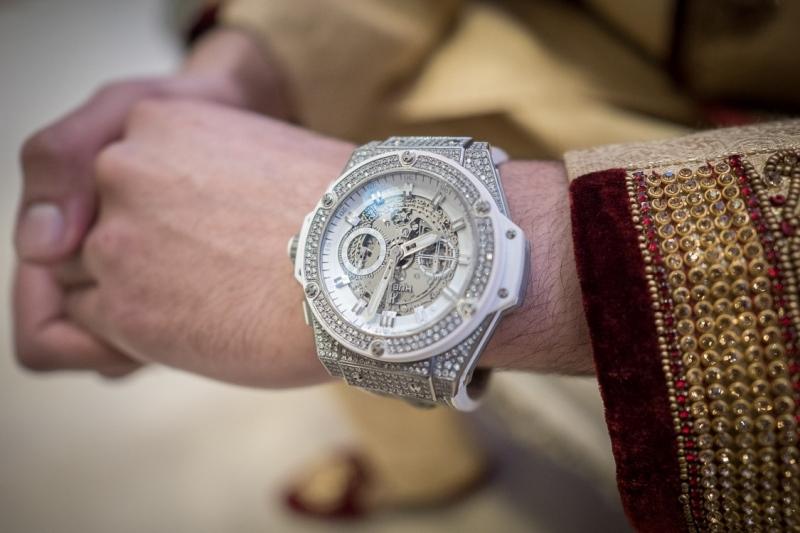 venue-central-luton-groom-watch