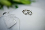 wedding-rings-on-pillow