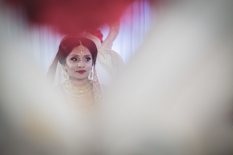 bride-in-mandap-stanmore-temple