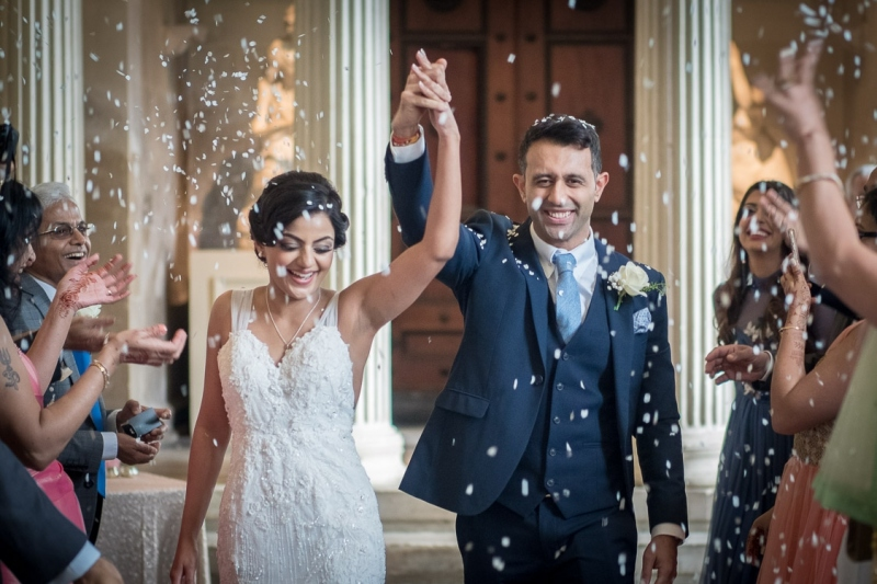wedding-confetti-couple-1