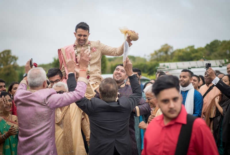 asian-groom-dancing